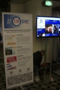 Der #dedoc Stand samt Twitterwall