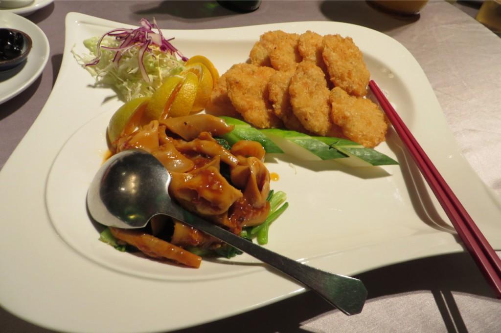 """Das untere nannte sich """"Nose of an Elephant"""" und war vermutlich Tintenfisch. Das obere sind vegetarische Maisnuggets"""
